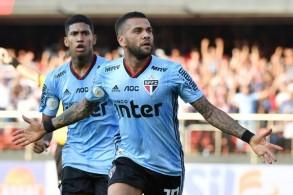 ألفيش يقود ساو باولو إلى الفوز في مباراته الاولى بعد عودته إلى البرازيل