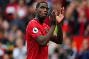 بول بوغبا لاعب إرتكاز نادي مانشستر يونايتد الإنكليزي
