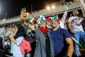تابعت نساء إيرانيات