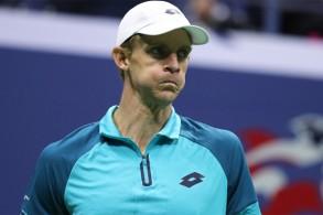 أعلن كيفن أندرسون انسحابه من بطولة الولايات المتحدة المفتوحة بداعي إصابة في ركبته اليمنى