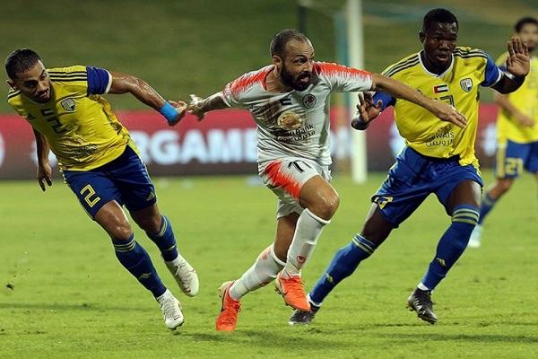 الظفرة بعشرة لاعبين يهزم عجمان في الدوري الإماراتي