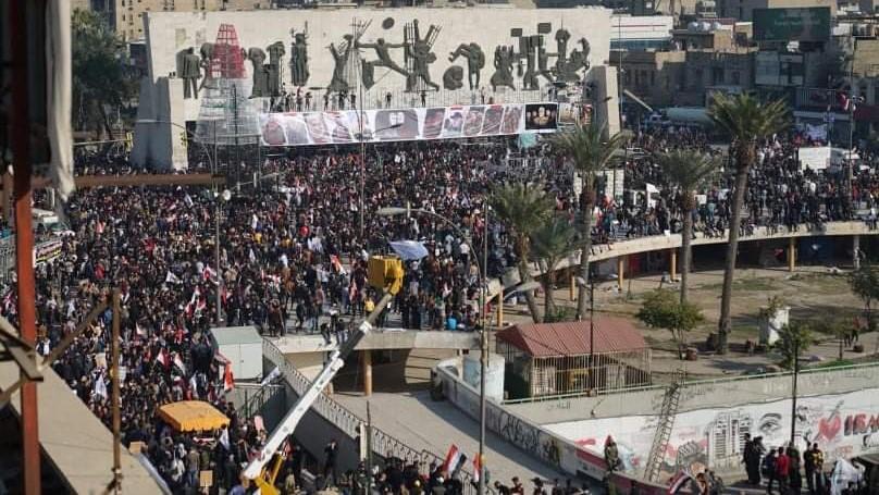 متظاهرون يحيون ذكرى اغتيال سليماني والمهندس في ساحة التحرير وسط بغداد