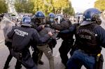 غضب شعبي في قبرص احتجاجا على الاغلاق وفضائح فساد
