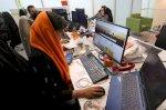 إيرانيات يعملن في التكنولوجيا يجهدن للحفاظ على وظائفهن