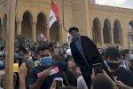 لبنانيون يشنقون حسن نصر الله وميشال عون في وسط بيروت