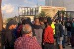 متظاهرون يحاولون اقتحام وزارة الطاقة احتجاجاً على انقطاع التيار الكهربائي في لبنان