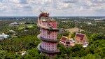 ميكي ماوس وغيفارا جنباً إلى جنب مع آلهة بوذية في معابد تايلاند