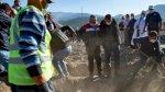 تركيا واليونان يسابقان الزمن للعثور على ناجين من الزلزال