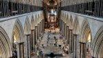 كاتدرائية سالزبوري تستحيل مركزًا للتلقيح