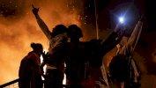 جورج فلويد: الادعاء على شرطي بالقتل والنيران تلتهم مقر شرطة مينيابوليس