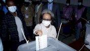 Getty Images رئيسة إثيوبيا، سهلورك وورك زودي ، تدلي بصوتها في مركز اقتراع خلال الانتخابات البرلمانية الإثيوبية في أديس أبابا، إثيوبيا 21 يونيو/حزيران 2021