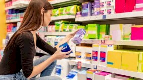 الكثير من النساء في اسكتلندا تعجزن عن توفير تكلفة المنتجات الصحية للحيض Getty Images