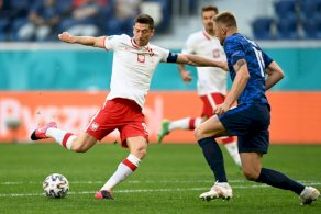 ليفاندوفسكي يعتبر أن بولندا
