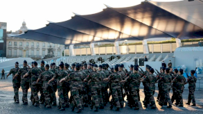 عسكريون فرنسيون يحذرون من حرب أهلية