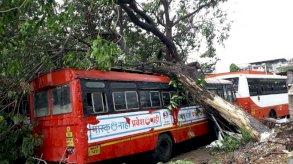 مقتل ستة وإجلاء عشرات الآلاف غربي الهند