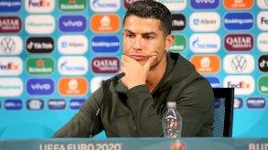 يورو 2020: تحذير من فرض غرامات على الفرق التي يبعد لاعبوها المشروبات خلال مؤتمر صحفي