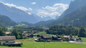 القرية السويسرية التي تعيش في حضن