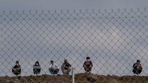 اليونان تفتتح أول مخيم لطالبي اللجوء في جزيرة ساموس قبالة تركيا