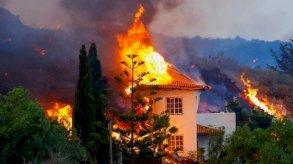 بركان جزر الكناري: حمم مشتعلة تجبر الآلاف على مغادرة منازلهم بعد احتراق بعضها