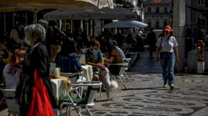 البرتغال تخرج من الإغلاق وسط قلق على موسمها السياحي