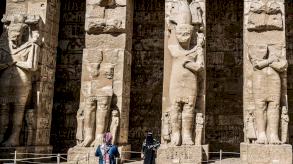 مصر تمنح موظفي السياحة أولوية الحصول على لقاح كورونا