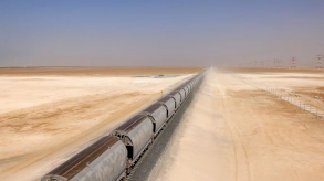 سكك الحديد الإماراتية تشق طريقها نحو صحاري الخليج