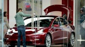 هيرتز لتأجير السيارات تطلب 100 ألف سيارة تيسلا