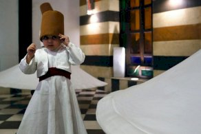 تعرفوا إلى أنس أصغر درويش صوفي في سوريا