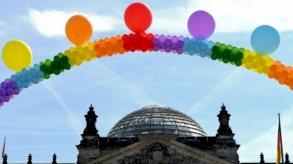 كهنة ألمان يباركون زواج المثليين