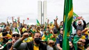 الآلاف يتظاهرون في البرازيل تأييداً لبولسونارو على الرغم من الجائحة