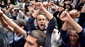 الرئيس الجزائري يدعو إلى