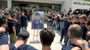 اعتقال أربعة أشخاص في فرنسا للاشتباه بضلوعهم في قتل شرطي بالرصاص