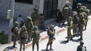 الضفة الغربية: مقتل فلسطيني ثان وجرح أكثر من مئة آخرين في مواجهات مع الجيش الاسرائيلي