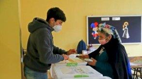 التشيليون ينتخبون لليوم الثاني ممثليهم لوضع دستور جديد