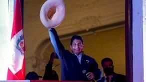 رئيس البيرو المؤقت ينتقد دعوة أطلقها عسكريون سابقون