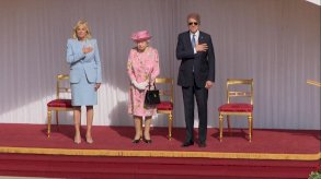الملكة إليزابيث تحتسي الشاي مع بايدن في غرفة البلوط