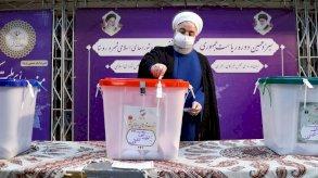 روحاني يعلن انتخاب رئيس جديد لإيران ورئيسي يتلقى تهنئة منافسيه