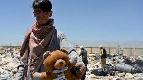 أفغان يبحثون عما ينتفعون منه بين أنقاض 20 عاماً من الوجود الأميركي