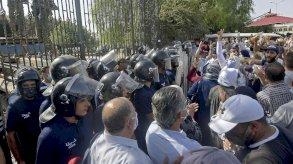 استطلاع: 90 في المئة من التونسيين يؤيدون قرارات رئيسهم بوجه