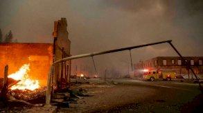 حريق هائل يدمر بلدة تاريخية في كاليفورنيا