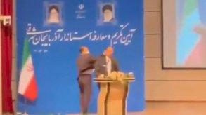 عقيد في الحرس الثوري يصفع محافظًا في إيران علنًا