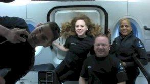 سياح الفضاء الأميركيون أمضوا ليلة أولى في مدار الأرض