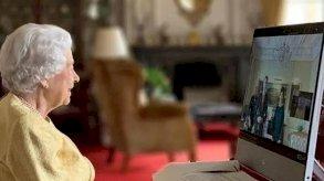 ملكة بريطانيا تنفذ مهامها افتراضيًا