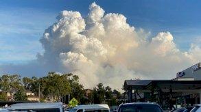 سحب الدخان المنبعثة من عمليات الحرق الوقائية تغطي سماء مدينة سيدني الأسترالية