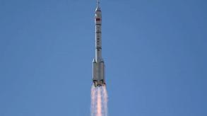 انطلاقة ناجحة لأول رحلة مأهولة إلى محطة الفضاء الصينية