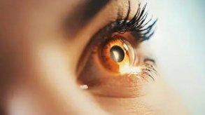 تلف قرنية العين أحد أعراض كورونا طويلة الأمد