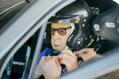 السائق البولندي سوبييسلاف زاسادا خلال حصة تجريبية لسيارة فورد فييستا أس تي رالي 3 على حلبة سيليسيا رينغ في كاميان سلاسكي، بولندا
