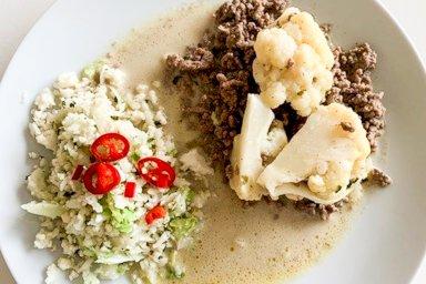 كاري لحم البقر مع أرز القرنبيط