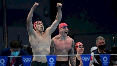 وسجل الفريق البريطاني الذي يضم كايتلين داوسون، آدم بيتي (وسط)، جيمس غاي (يسار)، وآنا هوبكين، زمناً قياسياً قدره 3:37.58 دقائق