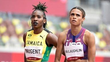 تبحث الأميركية سيدني ماكلافلين (يمين) عن التتويج في سباق 400 م حواجز